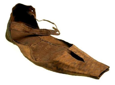 Leather shoes from Baynard's castle | Época Medieval: Vestuario y Calzado | Scoop.it