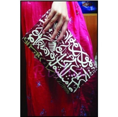 arabic calligraphy clutch- dark red | Ananasa | Arabic Calligraphy | Scoop.it