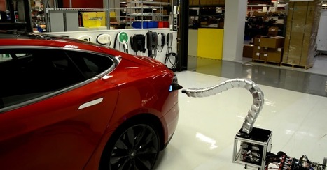 "Tesla shows off prototype for terrifying robot snake charger | L'impresa ""mobile"" 