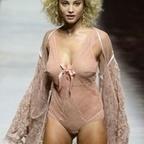 Photos : Rose Bertram en lingerie Etam à la Fashion Week de Paris | Radio Planète-Eléa | Scoop.it
