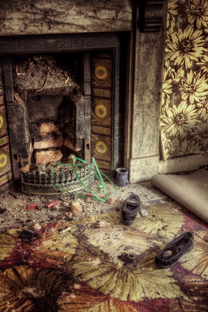 The Last Few Years of a 94-Year-Old Woman's Life Preserved In Photos of Her Untouched, Abandoned Home - Feature Shoot   Herstory   Scoop.it