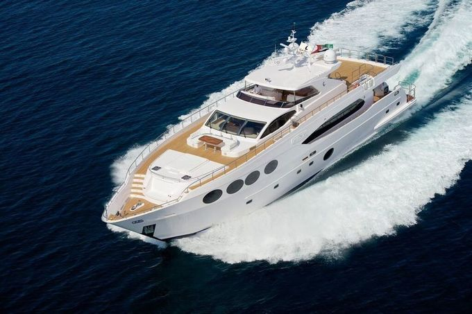 Flashy boats, glamorous parties and opulent exhibitions in Singapore Yacht Show 2015