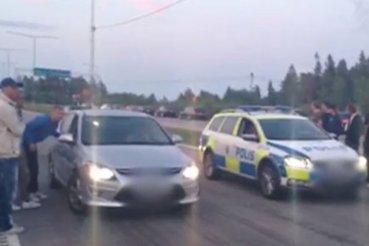 Suède: une voiture de police dans une course de rue - LaPresse.ca | La Suède à la Une | Scoop.it