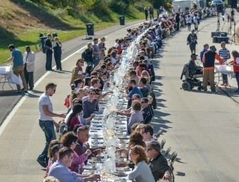 Why 500 Strangers Stopped Traffic to Eat Dinner on an Ohio Freeway  | This Gives Me Hope | Scoop.it