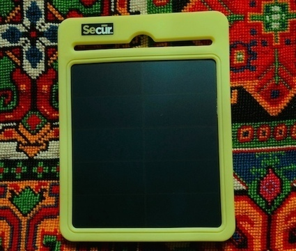 A Smart Phone-Friendly Portable Solar Charger That Apple Addicts Can Luv, Too | Digital Sustainability | Scoop.it