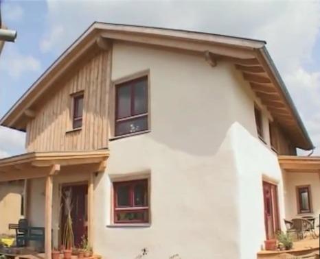 Técnicas de construcción de casas con balas de paja - Casas Ecológicas   Casa ecológica o autosuficiente.   Scoop.it