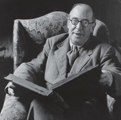C. S. Lewis reads. | book imagery | Scoop.it