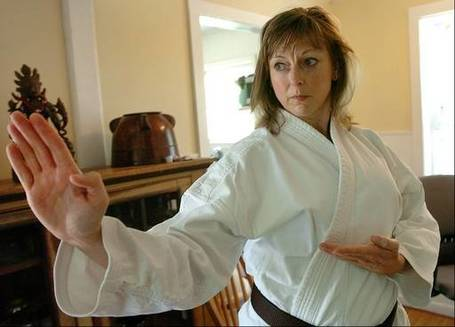 McHenry County woman teaches self-defense to sex-trafficking victims - Chicago Daily Herald | Women In Media | Scoop.it