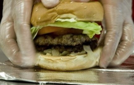 "Hongrie: ""taxe-hamburger"" à partir de septembre 