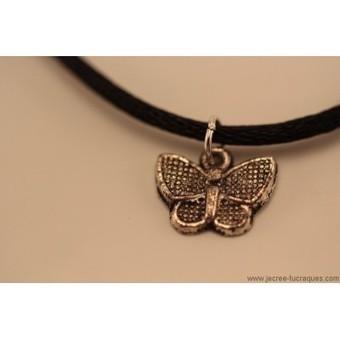 Collier noir avec papillon argenté - Je crée tu craques | Mes créations de bijoux fantaisie et autres | Scoop.it