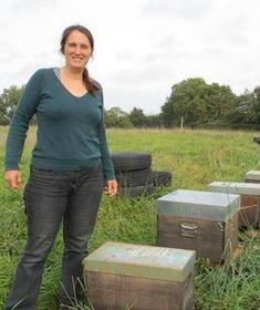 L'apicultrice travaille pour l'environnement - la Nouvelle République   Chronique d'un pays où il ne se passe rien... ou presque !   Scoop.it