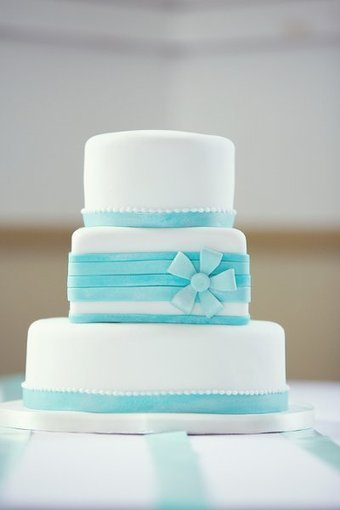 summer spring style beach white blue multi shape   CLASSIC MULTISHAPE WEDDING CAKES   Scoop.it