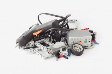 Hot glue gun becomes handheld 3D printer | 3D Virtual-Real Worlds: Ed Tech | Scoop.it