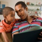 Survey: Parents Prefer Reading Print Books to Young Kids | Creating a community of readers | Scoop.it