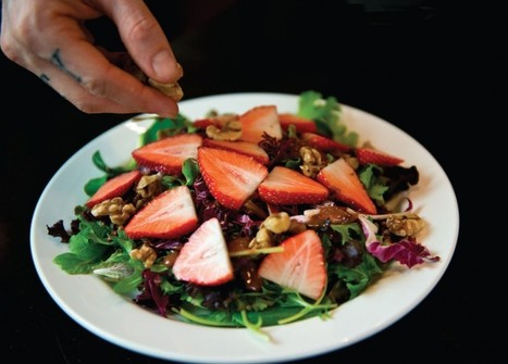 Spring Mix Salad with Chocolate-Strawberry Vinaigrette | Vegan Health and Fitness Magazine | My Vegan recipes | Scoop.it
