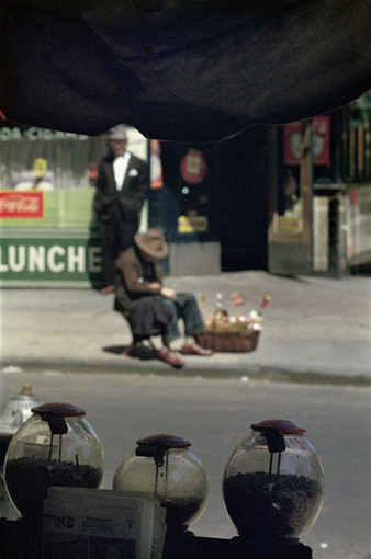 Saul Leiter - Saul Leiter: 1950-60s color and black-and-white | LensCulture | Bureau de curiosités | Scoop.it
