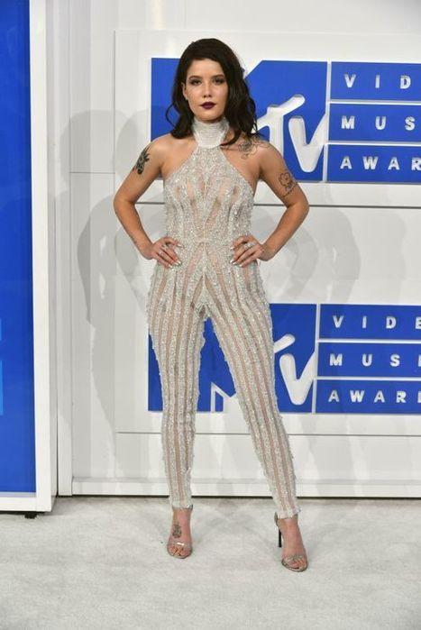 Photos : Halsey seins nus aux MTV VMA | Radio Planète-Eléa | Scoop.it