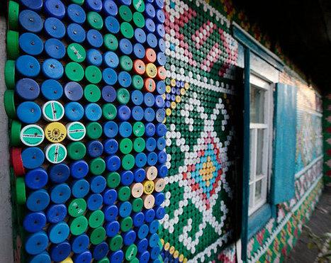 Russische vrouw decoreert haar huis met 30.000 plastic doppen | Creatief Hergebruik | Scoop.it