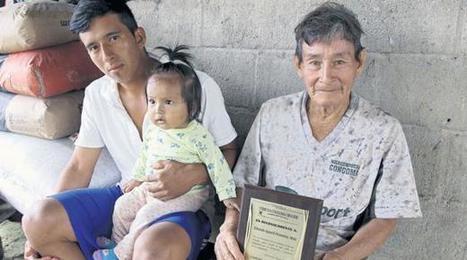 El adulto mayor relata la historia de los tsáchilas | Emprender y gestionar | Scoop.it