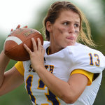 Girl Is Pioneer at Quarterback for Florida High School | Memoirs of a Chonga | Scoop.it