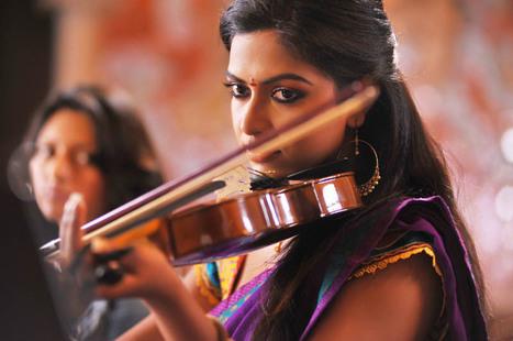 Amala Paul latest stills in Iddaramayilatho - Telugu Cinema Talks   tollywood actors gallery   Scoop.it