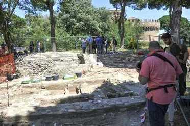 Scoperto a Ostia mausoleo del III secolo con iscrizioni terribili e maledizioni - Il Messaggero | Mundo Clásico | Scoop.it