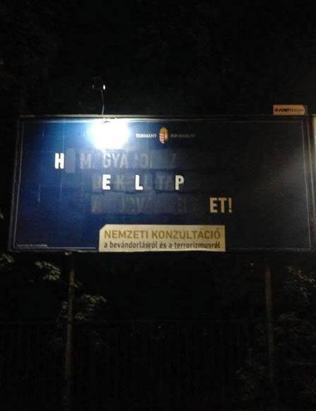 Los húngaros utilizan ingenio, pintura y Photoshop para desfigurar avisos anti-inmigración del Gobierno | Ni banderas, ni fronteras | Scoop.it