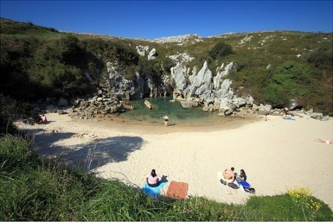 Playa de Gulpiyuri – A Strange Beach in the Middle of a Meadow   Strange days indeed...   Scoop.it