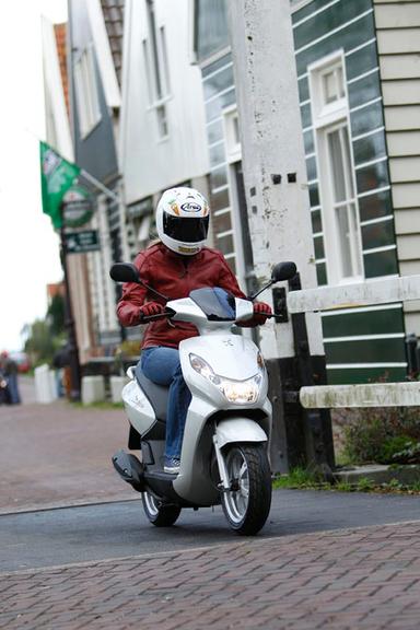 Peugeot Kisbee is Europe's number one scooter | Motorcycle Industry News | Scoop.it