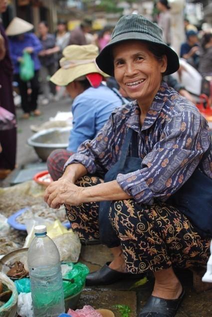 Photographes de rue, une astuce pour réussir vos portraits de rue : inspirez-vous du Facteur ! - Blog Photo Féminin pour Apprendre la Photographie | La photographie | Scoop.it