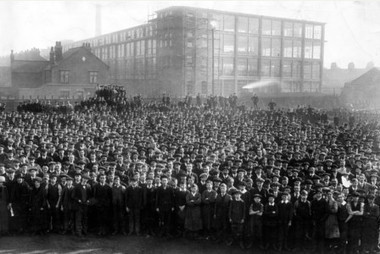 """UK: """"Sole boys"""" in Leicestershire, 1910 