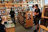 E-Books, Shmee-Books: Readers Return to the Stores~NYT | Visual*~*Revolution | Scoop.it