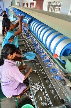 Ilayangudi women reel yarn to make a better living - The Hindu   silk & sericulture   Scoop.it