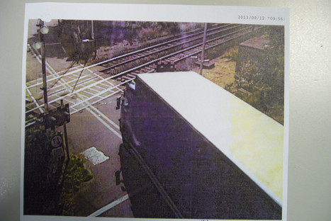 SLIDESHOW: Shocking pictures of Milton Keynes lorry driver racing through level crossing as barriers lower - and he escaped disqualification | ILCAD - Safety at level crossings | Scoop.it