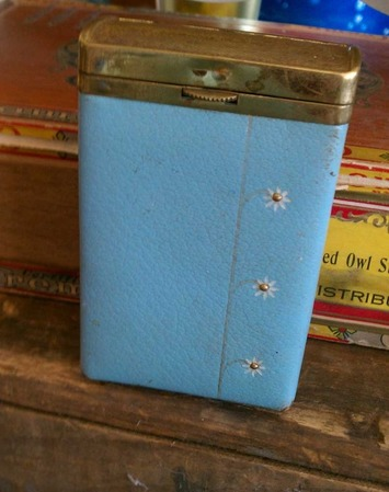 A vintage princess cigarette case in powder blue | Antiques & Vintage Collectibles | Scoop.it