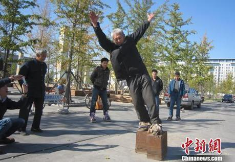 Chinese Man Walks in Iron Shoes Weighing 405 Kilograms | Strange days indeed... | Scoop.it