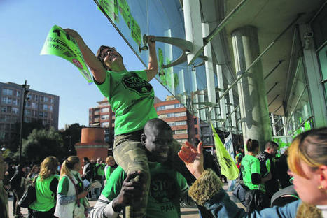 Sonora protesta de seis PAH catalanas frente al BBVA   Terrassa: economia i societat   Scoop.it