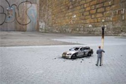 Slinkachu.com - Little People - a selection of street installations | Photographers | Scoop.it