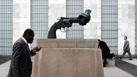 Mort du sculpteur du revolver au canon noué, symbole de paix | SCULPTURES | Scoop.it