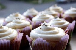 Lavender & Vanilla Cupcakes with Wild Orange Cream Cheese Frosting | Essential Oils Recipe | Scoop.it