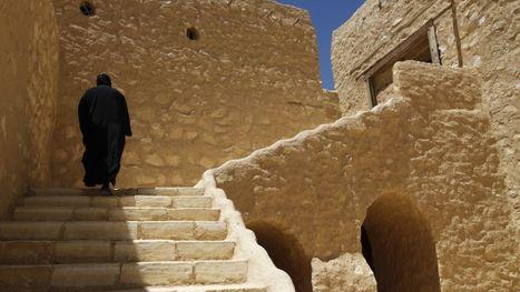 Dans leur monastère du désert, les moines de l'Egypte s'associent aux préoccupations de l'Eglise chrétienne face au pouvoir islamiste | moinillon | Scoop.it
