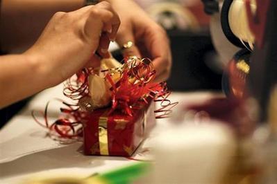 Noël. Perceuse, aspirateur et cravate sont des cadeaux maudits - Loisirs - ouest-france.fr | Le monde de l'outillage professionnel | Scoop.it