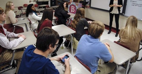 Should Smartphones Be Banned From Classrooms? | Create: 2.0 Tools... and ESL | Scoop.it