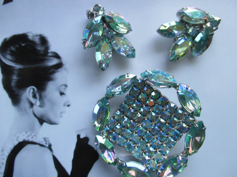 Vintage blue glass brooch and earrings from the 1950s. Demi parure. Mad Men. | vintage jewelry | Scoop.it