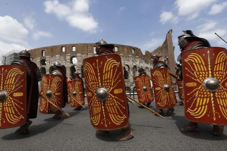 Natale di Roma, ancelle e gladiatori sfilano lungo i Fori Imperiali   LVDVS CHIRONIS 3.0   Scoop.it