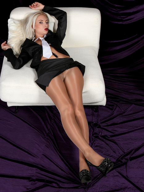Sheer Kink Cum — indyphlover: Love the shade and shine from these... | Shiny Pantyhose | Scoop.it