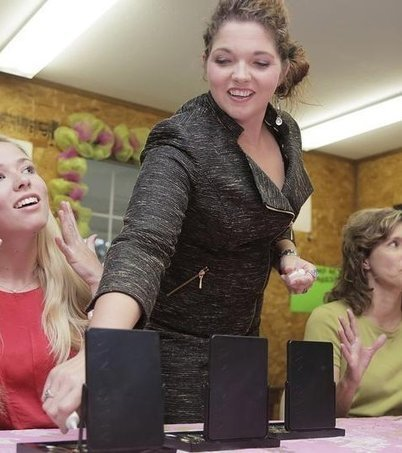 Mary Kay consultant bridges cosmetics with Christianity   Mary Kay   Scoop.it
