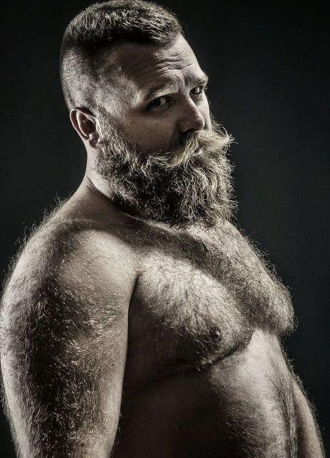 Dudes nautral hairy bush