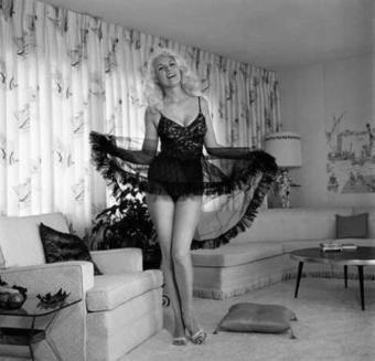 photo - Legendary Pin-up Photographer Bunny Yeager | VIM | Scoop.it