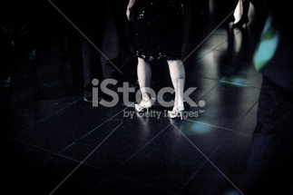 Feet of female wedding guest in high heel shoes in party | Bodas | Scoop.it